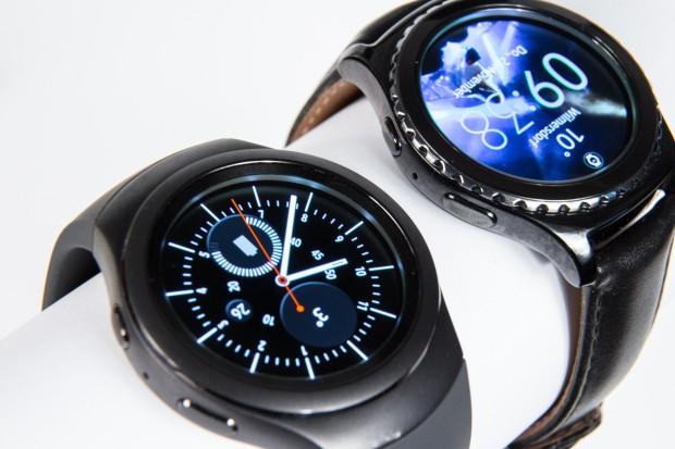 Samsungs Gear S2 und Gear S2 Classiv im direkten Vergleich (Bild: Martin Wolf/Golem.de)