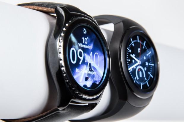 Beide Samsung-Uhren haben eine drehbare Lünette, über die das System bedient werden kann. (Bild: Martin Wolf/Golem.de)