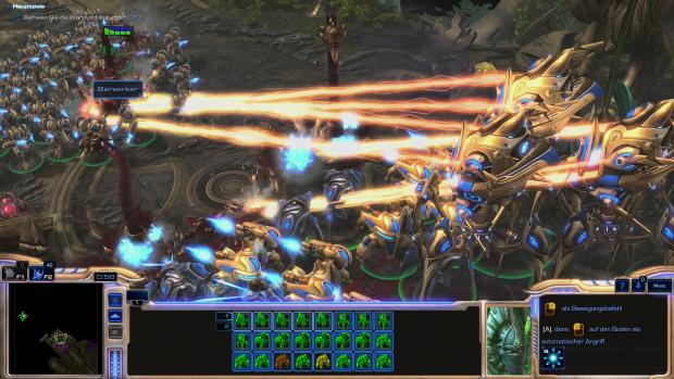 Eine riesige Protoss-Armee kämpft gegen einen verbliebenen letzten Zergling... (Screenshot: Golem.de)