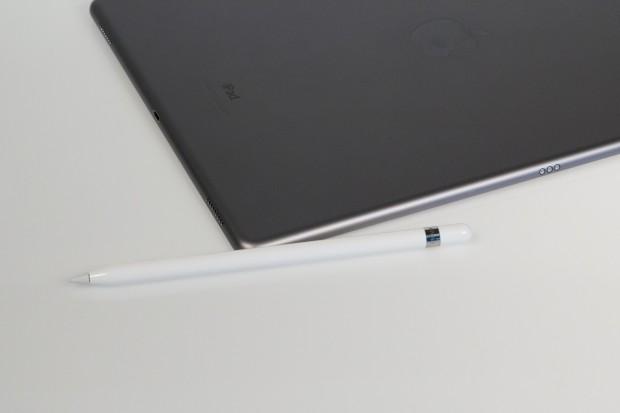 Optional ist der Apple Pencil erhältlich, Apples erster aktiver Eingabestift für ein iPad. (Bild: Tobias Költzsch/Golem.de)