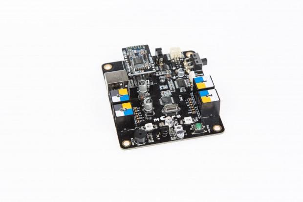 Die mCore-Platine basiert auf dem Arduino Uno, ... (Foto: Martin Wolf/Golem.de)