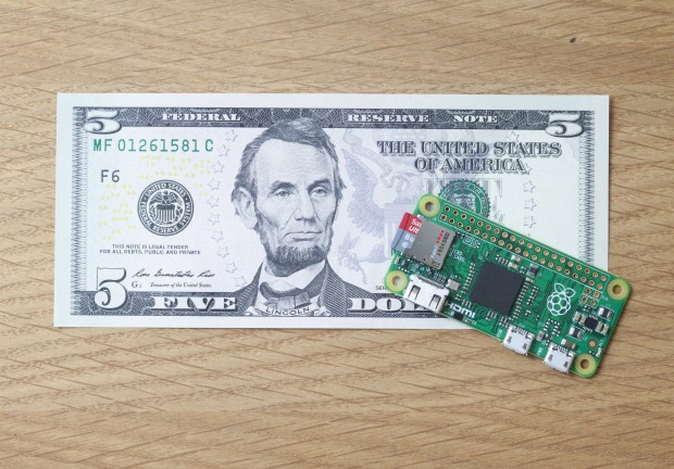 Raspberry Pi Zero im Vergleich mit einer 5 Dollar-Note (Foto: Raspberry Pi Foundation)