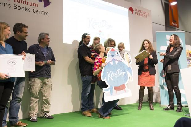 Einer der Höhepunkte im Schaffen von DoDings war die Preisverleihung auf der Frankfurter Buchmesse für den Gewinn der Giga-Maus 2015 als bestes Spiel für Vier- bis Sechsjährige. (Bild: DoDings)