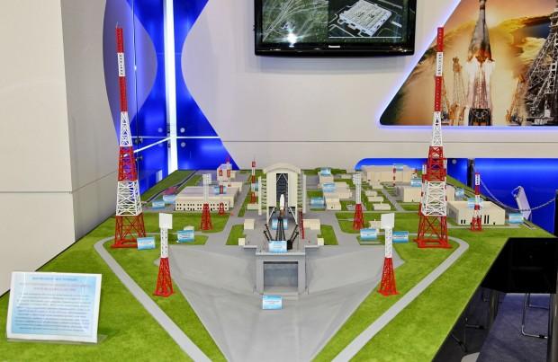 Modell des Wostotschny-Kosmodroms auf der Luftfahrtmesse Maks 2013 (Foto: Vitaly V. Kuzmin/Lizenziert unter CC BY-SA 3.0 über Wikimedia Commons)