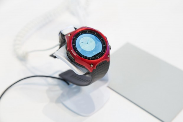 Casios erste Smartwatch, die Smart Outdoor Watch (Bild: Martin Wolf/Golem.de)