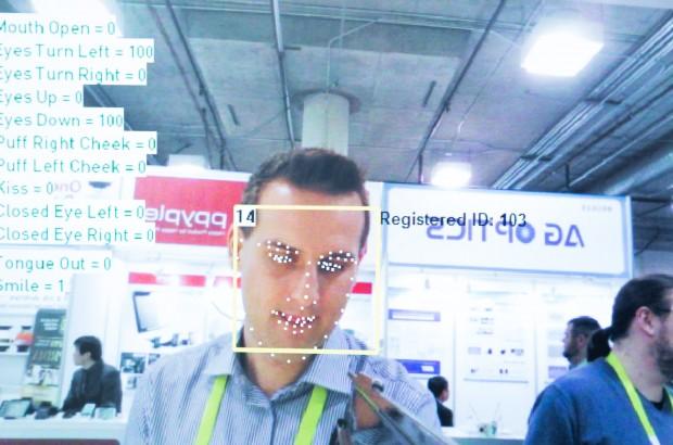 Bitte recht freundlich: Die ins Digitalstrom-Netz eingebundene Kaffeemaschine erkennt mit Hilfe der ebenfalls eingebundenen Kamera den Nutzer. (Bild: Martin Wolf/Golem.de)