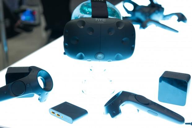 Das HTC Vive Pre mit Zubehör (Bild: Martin Wolf/Golem.de)
