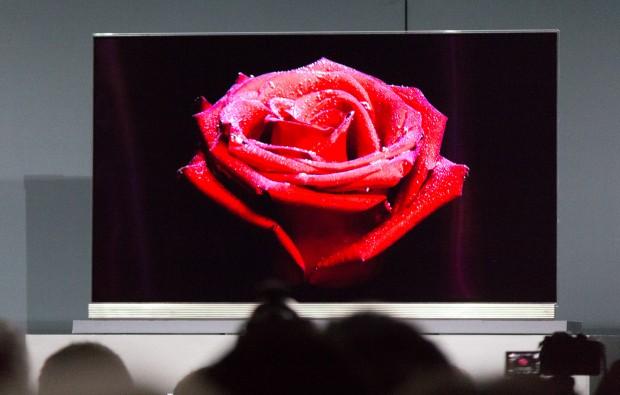 Der neue OLED-4K-Fernseher G6 aus LGs Signature-Serie (Bild: Martin Wolf/Golem.de)