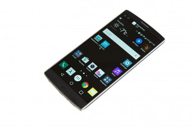 Das Display des V10 ist 5,7 Zoll groß und hat eine Auflösung von 2.560 x 1.440 Pixeln. (Bild: Martin Wolf/Golem.de)