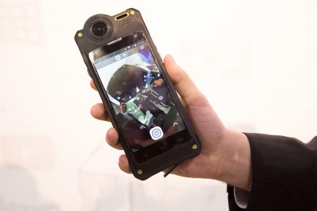 Die 360-Grad-Kamera macht auf uns einen guten ersten Eindruck. (Bild: Martin Wolf/Golem.de)