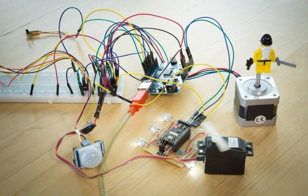 ... denn die Nutzung von Aktuatoren und Sensoren ist mit dem Mikrocontroller-Board deutlich einfacher. (Bild: Martin Wolf/Golem.de)