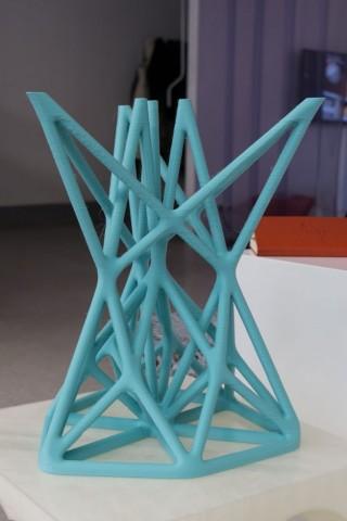 3D-gedruckter Hocker: Wer den Drucker gut kennt, kann auch kühne Konstruktionen mit Überhängen, ... (Foto: Werner Pluta/Golem.de)