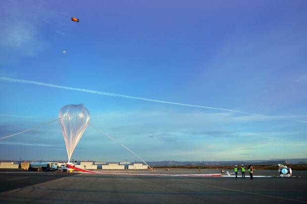 Der Ballon wird im Oktober 2015 zum Testflug klar gemacht... (Foto: World View)