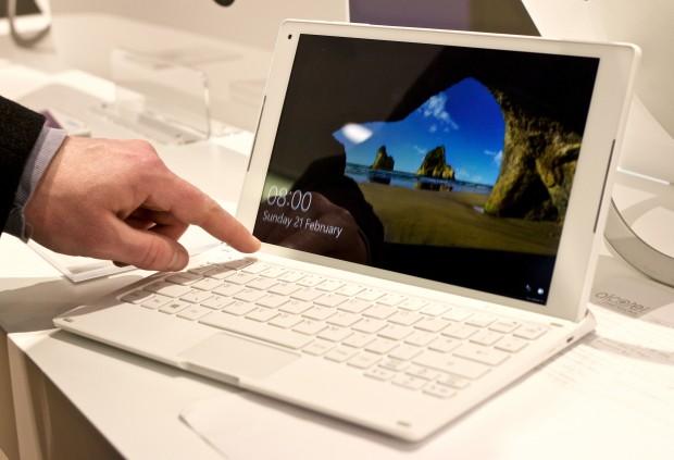 Alcatels Plus 10 besteht aus Tablet und Tastatur. (Bild: Michael Wieczorek/Golem.de)