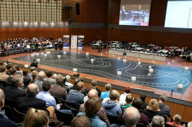 Fast 600 Zuschauer verfolgten das Finale in der Stadthalle. (Bilder: TU Braunschweig)