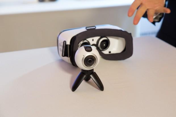 Die Gear 360 zusammen mit einer Gear VR (Bild: Martin Wolf/Golem.de)