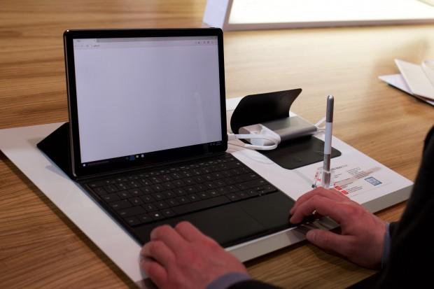 Huaweis Matebook mit optionaler Tastaturhülle (Bild: Michael Wieczorek/Golem.de)
