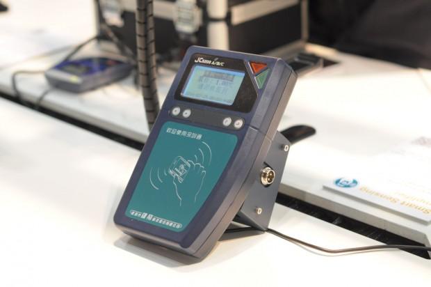 NXP hat aus China ein typisches Fahrkartenkontrollsystem mitgebracht. (Foto: Andreas Sebayang/Golem.de)