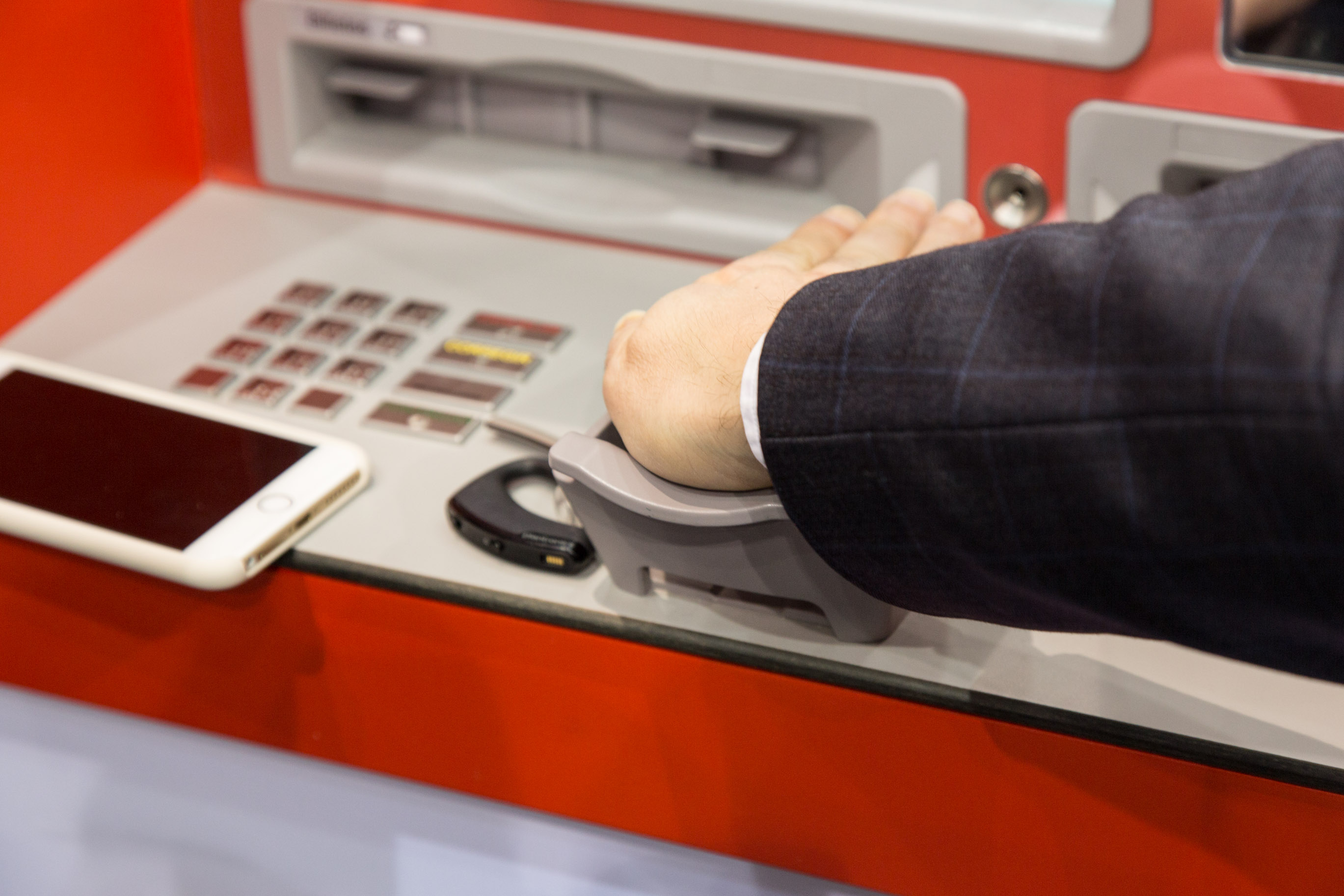 Fujitsu Palmsecure: Venenscan statt Kreditkarte -