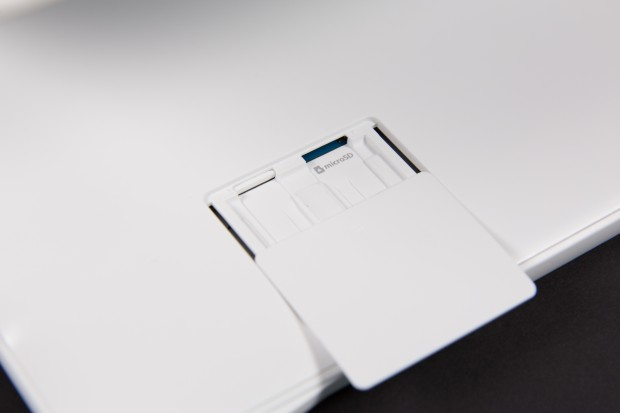 Das Galaxy View hat einen Steckplatz für Micro-SD-Karten. (Bild: Martin Wolf/Golem.de)
