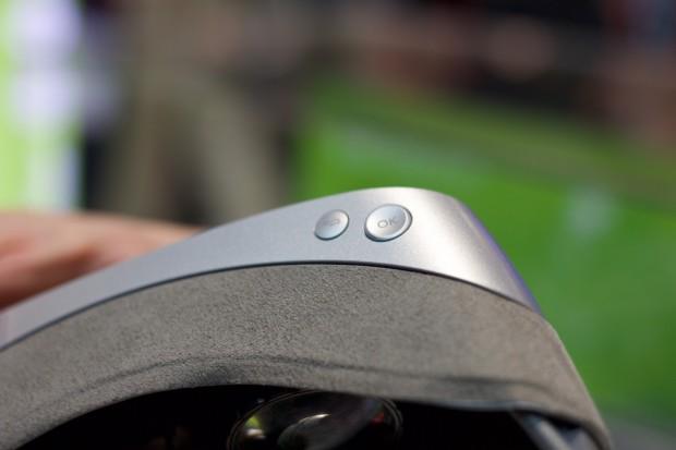 Die 360 VR hat zwei Eingabeknöpfe. (Bild: Michael Wieczorek/Golem.de)