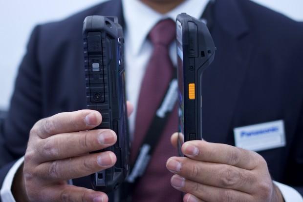 Die neuen Toughpads sind deutlich dünner geworden ...(Foto: Michael Wieczorek/Golem.de)