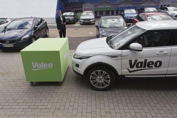 Das Auto kann sich auch selbst parken: Mit dem System Park4U von Valeo sucht sich das Auto einen freien Platz. (Foto: Werner Pluta/Golem.de)
