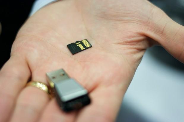 Für die neue SD-Karte ist der USB-Leser wichtig, ... (Foto: Michael Wieczorek/Golem.de)