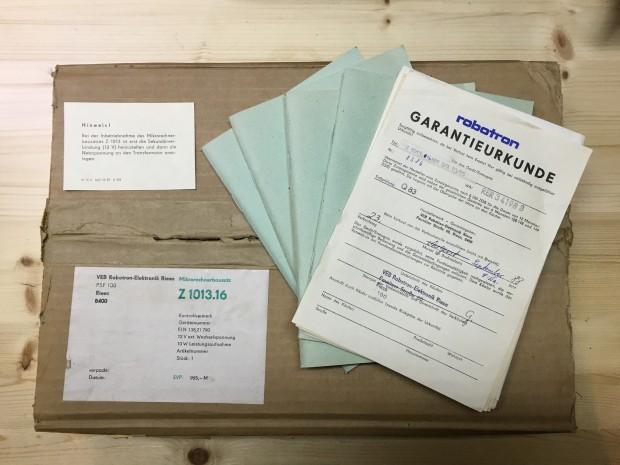 Originale Verpackung mit Handbüchern und Garantieurkunde  (Foto: Mario Keller)