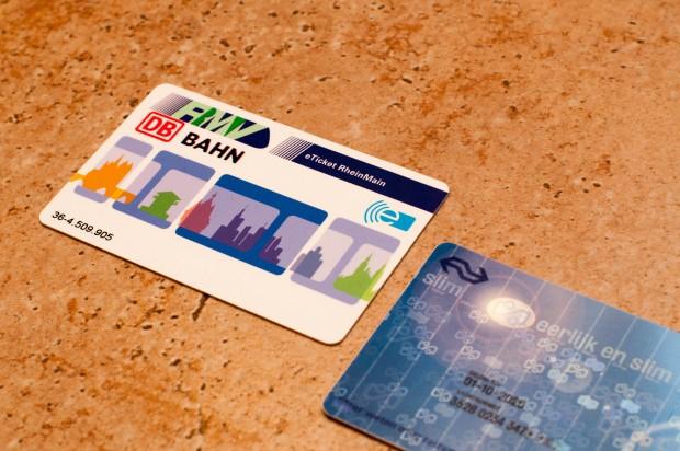 Das kürzlich erworbene E-Ticket des RMV wird im Oktober 2017 Plastikmüll. Die OV-Chipkarte der Niederlande verfällt im Jahr 2020. (Foto: Andreas Sebayang/Golem.de)