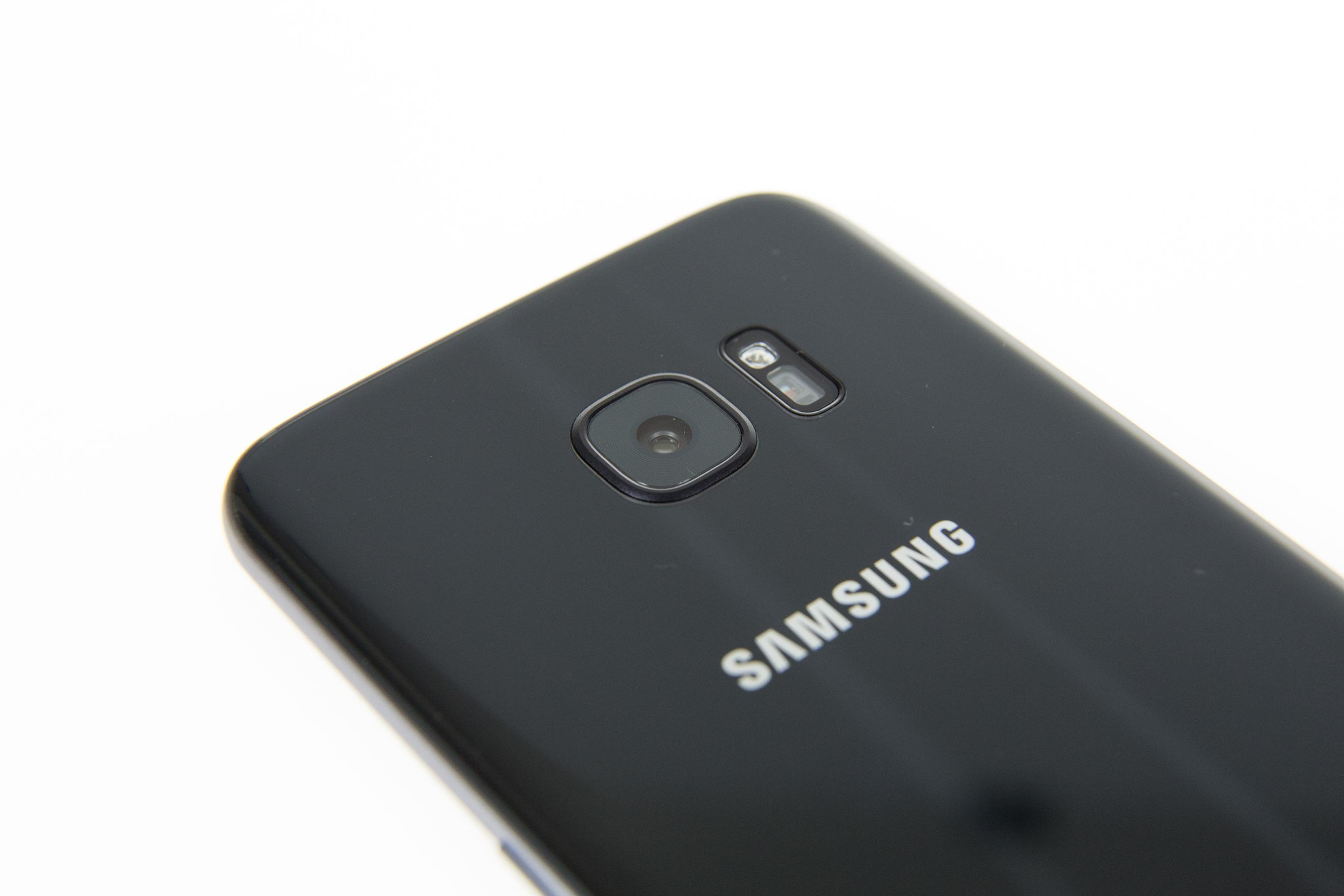 Galaxy S7 und S7 Edge im Test: Samsung definiert die Android-Oberklasse - Die Kamera der beiden neuen Galaxy-Modelle hat Samsung neu entwickelt. Sie hat jetzt 12 Megapixel und macht besonders im Dunkeln gute Bilder. (Bild: Martin Wolf/Golem.de)