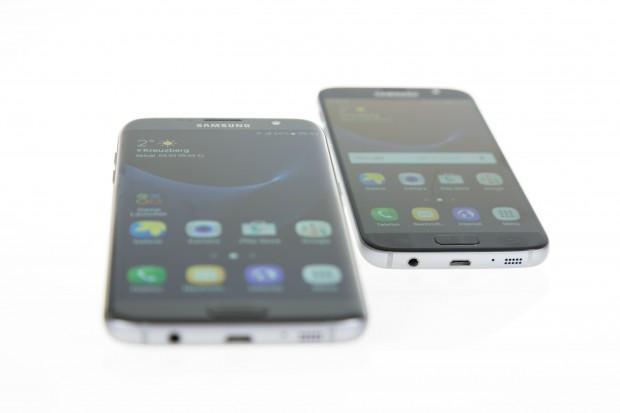 Das Galaxy S7 Edge hat wieder abgerundete Displayränder und ist diesmal größer als das Galaxy S7. (Bild: Martin Wolf/Golem.de)