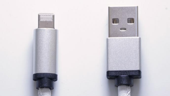 LMCable: Ein Stecker für Lightning und Micro-USB - LMCable (links) (Bild: Kickstarter)