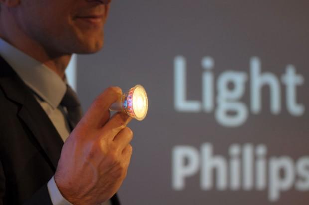 Normalerweise leuchten Philips' LED-Spots ... (Foto: Andreas Sebayang/Golem.de)