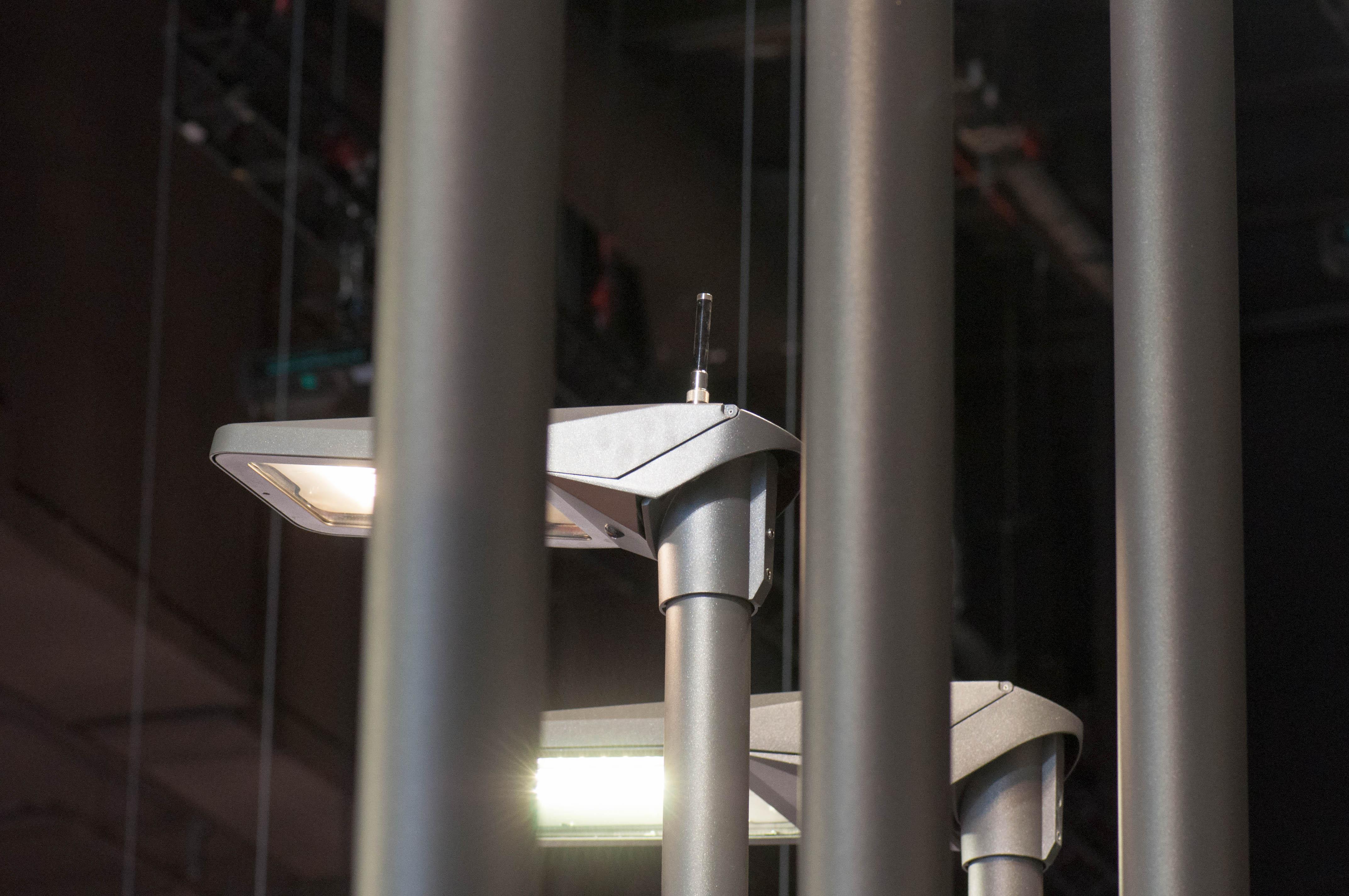 Straßenleuchten: Nach der LED kommt die Intelligenz - Dieses Cleverlight-Modell nutzt eine externe Antenne. (Foto: Andreas Sebayang/Golem.de)