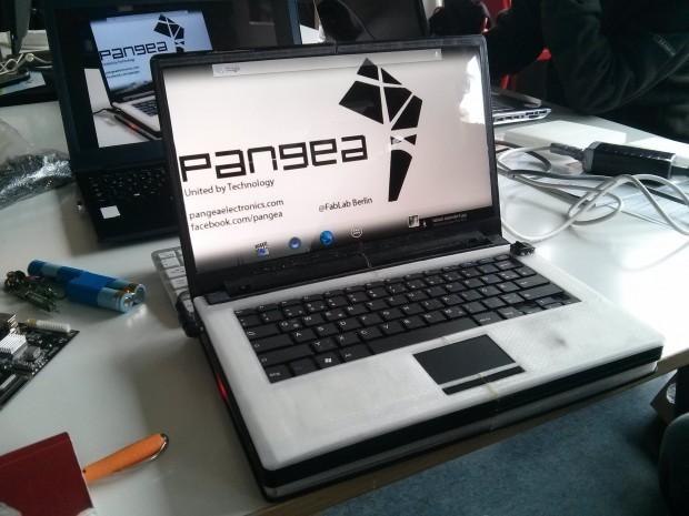Ein Prototyp des Pangea Sun, das Gehäuse und die Modulfassungen wurden mit einem 3D-Drucker hergestellt. (Foto: Alexander Merz/Golem.de)