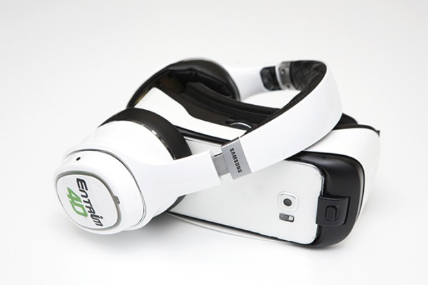 Der Entrim 4D zusammen mit der Gear VR (Bild: Samsung)