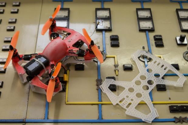Arrow Drone 200: Das Besondere an den Drohnen ist, dass sie aus Nylon 3D-gedruckt werden. (Foto: Werner Pluta/Golem.de)