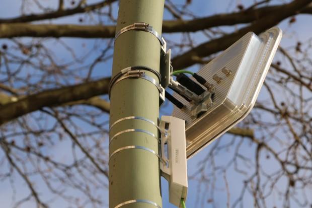 Der Radarsensor von Siemens besteht aus einer Antenne, einer analogen Elektronik, einem Analog-Digital-Konverter und einem Bauteil zur Signalverarbeitung. (Foto: Friedhelm Greis/Golem.de)