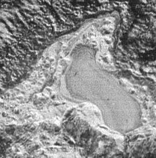 Zugefrorener See aus Stickstoff auf Pluto. In der Vergangenheit waren  Temperaturen und Druck mutmaßlich höher. (Foto Nasa/APL/SWRI)