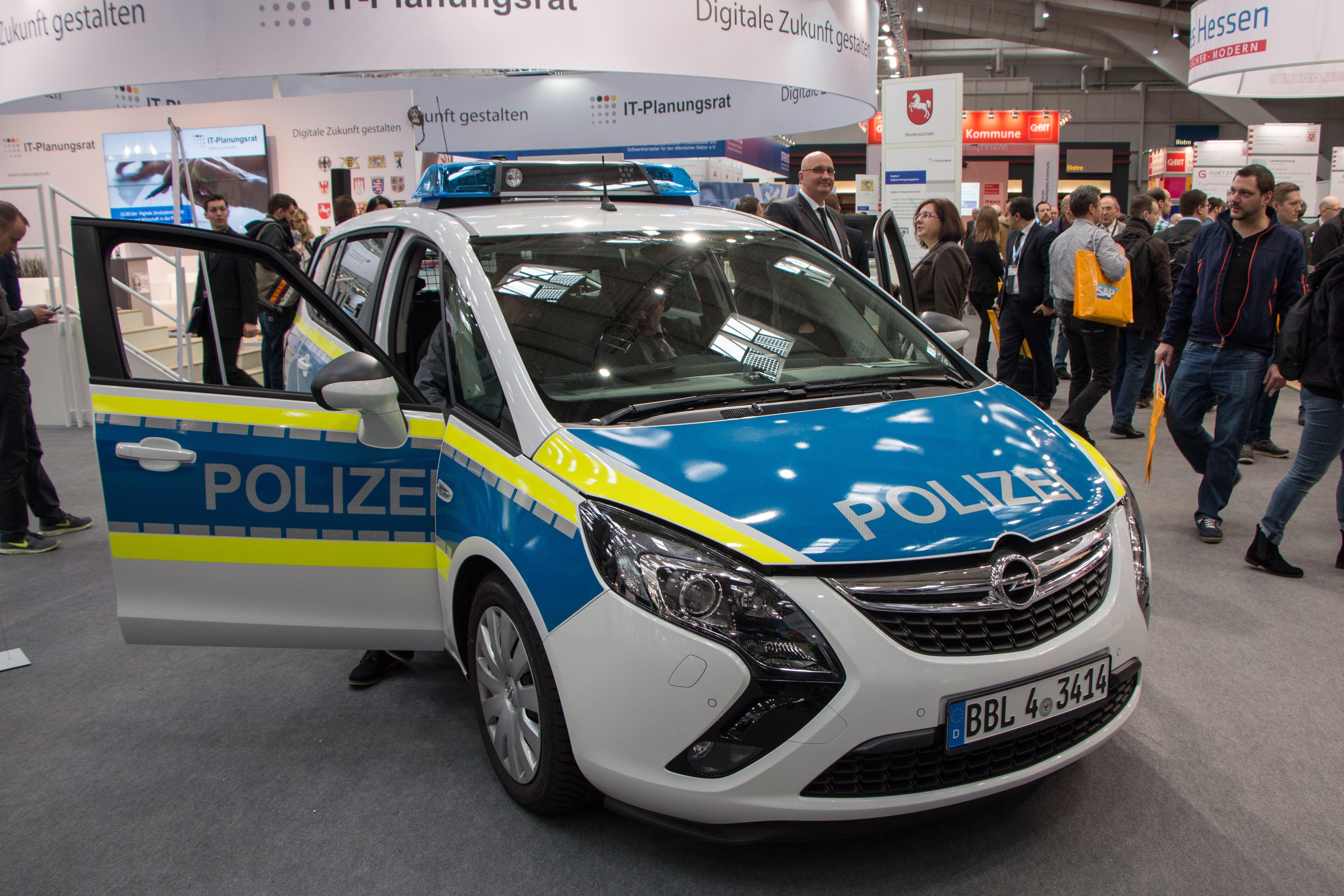 Connected Car: Die Polizei vernetzt den Streifenwagen - Einer von 28 vernetzten Streifenwagen der Polizei von Brandenburg auf der Cebit 2016 (Foto: Werner Pluta/Golem.de)