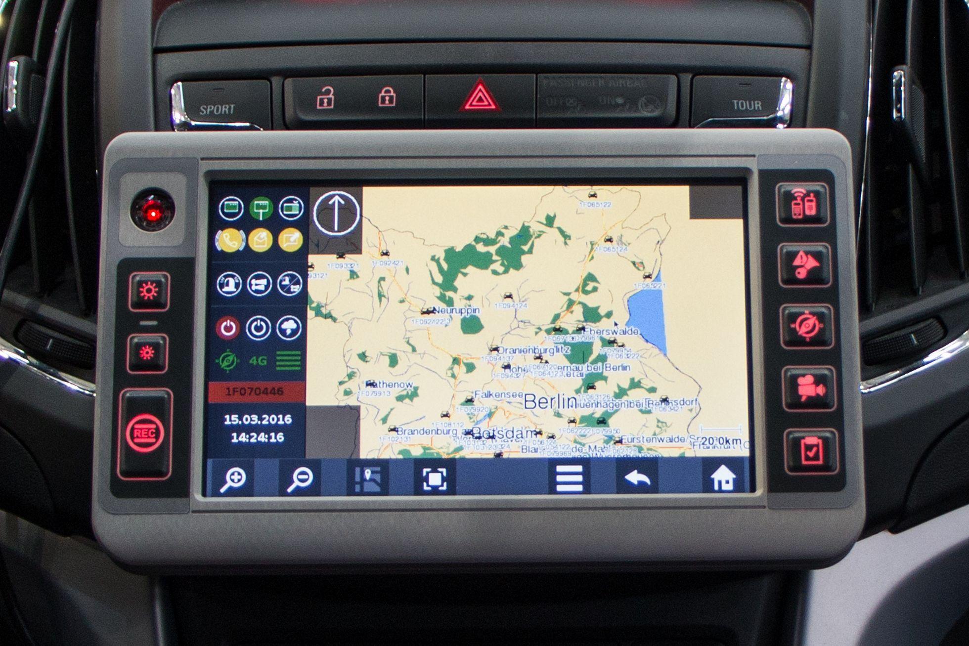 Connected Car: Die Polizei vernetzt den Streifenwagen - In der Kartenanwendung ist der Standort aller Einsatzfahrzeuge zu Lande, zu Wasser und in der Luft zu sehen. (Foto: Werner Pluta/Golem.de)