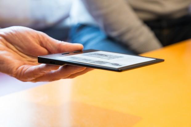 Der Kindle Oasis ist nur 3,5 mm dünn. (Bild: Martin Wolf/Golem.de)