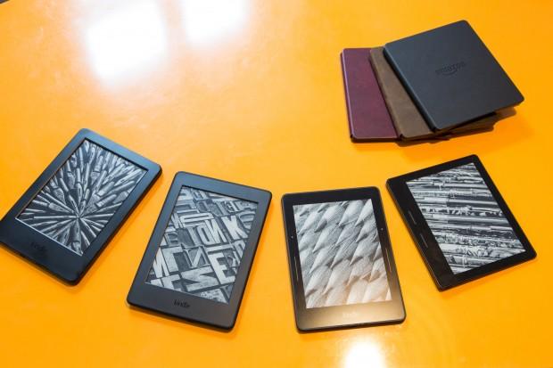 Aktuelles Kindle-Sortiment von links nach rechts: Basis-Kindle, Paperwhite, Voyage und Oasis (Bild: Martin Wolf/Golem.de)