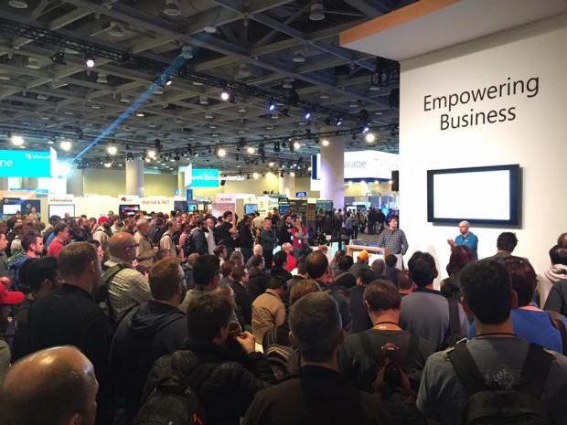 Das Interesse an Bash für Windows hat Microsoft unterschätzt. Irgendwo dazwischen waren auch ein paar Sitzplätze. (Foto: Andreas Sebayang/Golem.de)