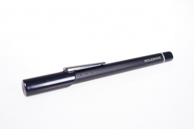 Den Stift nennt Moleskine Pen+, es handelt sich allerdings schlicht um einen umbenannten Neo Smartpen N2. (Bild: Tobias Költzsch/Golem.de)