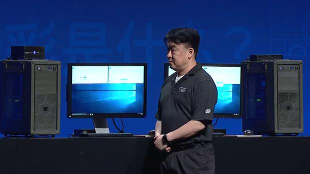 Links das NAND-Flash-, rechts das Optane-3D-Xpoint-System (Bild: Intel)