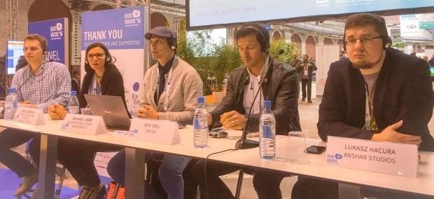 Thomas Bedenk, Odile Limpach, Moderator Michael Liebe sowie Avni Yerli und Lukasz Hacura auf der Quo Vadis 16. (Foto: Golem.de)