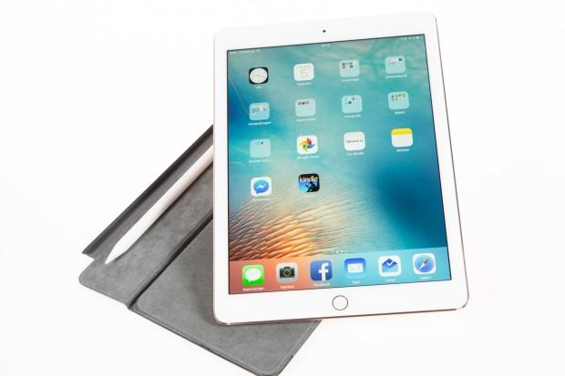 Das neue iPad Pro 9.7 mit Apple Pencil und Smart Cover (Bild: Martin Wolf/Golem.de)