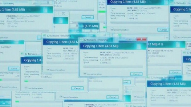 Windows kopiert die Datei in circa 50 einzelnen Fenstern. (Bild: Screenshot/Open Road Films)
